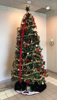 Picture of this year's Christmas tree. Holidays are here! New Year is around the bend.